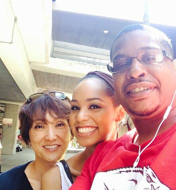 ariana-miyamoto-mixed-race-bi-racial-parents-mother-father-family-pic-photo