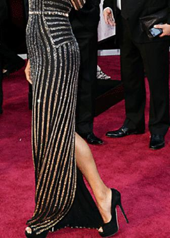 halle-berry-oscars-red-carpet-dresses-hollywood-style-2013-atelier-versace-pictures-details-1a