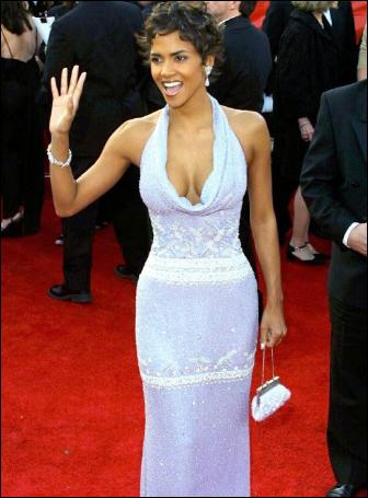halle-berry-oscar-red-carpet-dress-hollywood-style-2001-badgley-mischka-pictures