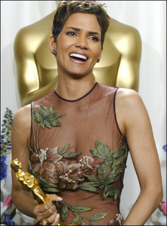 halle-berry-oscar-red-carpet-dress-hollywood-style-2002-elie-saab-pictures