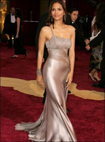 halle-berry-oscar-red-carpet-dress-hollywood-style-2005-atelier-versace-pictures