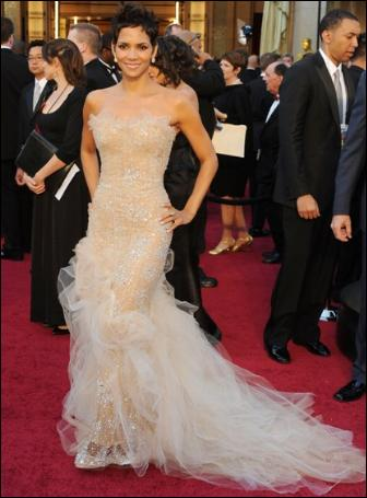halle-berry-oscar-red-carpet-dress-hollywood-style-2011-marchesa-pictures