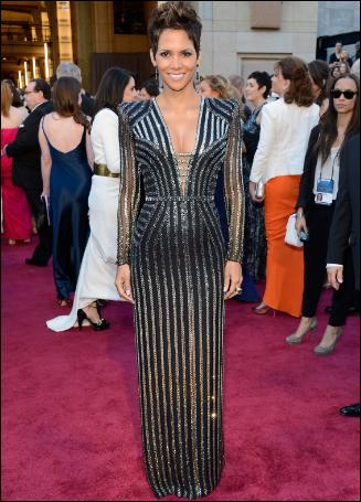 halle-berry-oscar-red-carpet-dress-hollywood-style-2013-atelier-versace-pictures