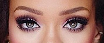 rihanna-green-eyes-color-photo1