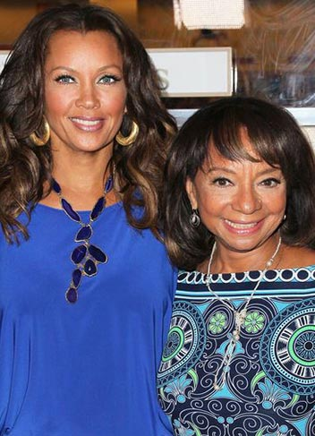 actress-vanessa-williams-first-black-miss-america-1984-and-mom-helen-photo-picture