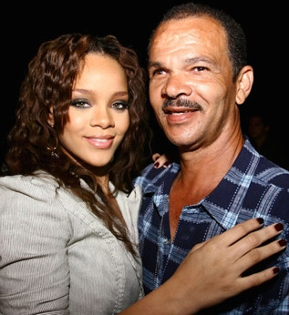 rihanna-green-eye-color-and-father