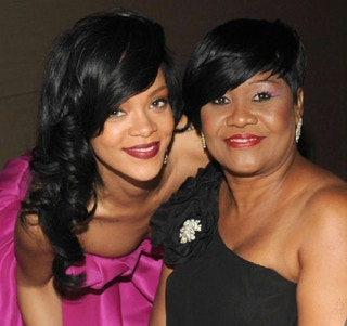 Rihanna-green-eye-color-and-mother-Monica-