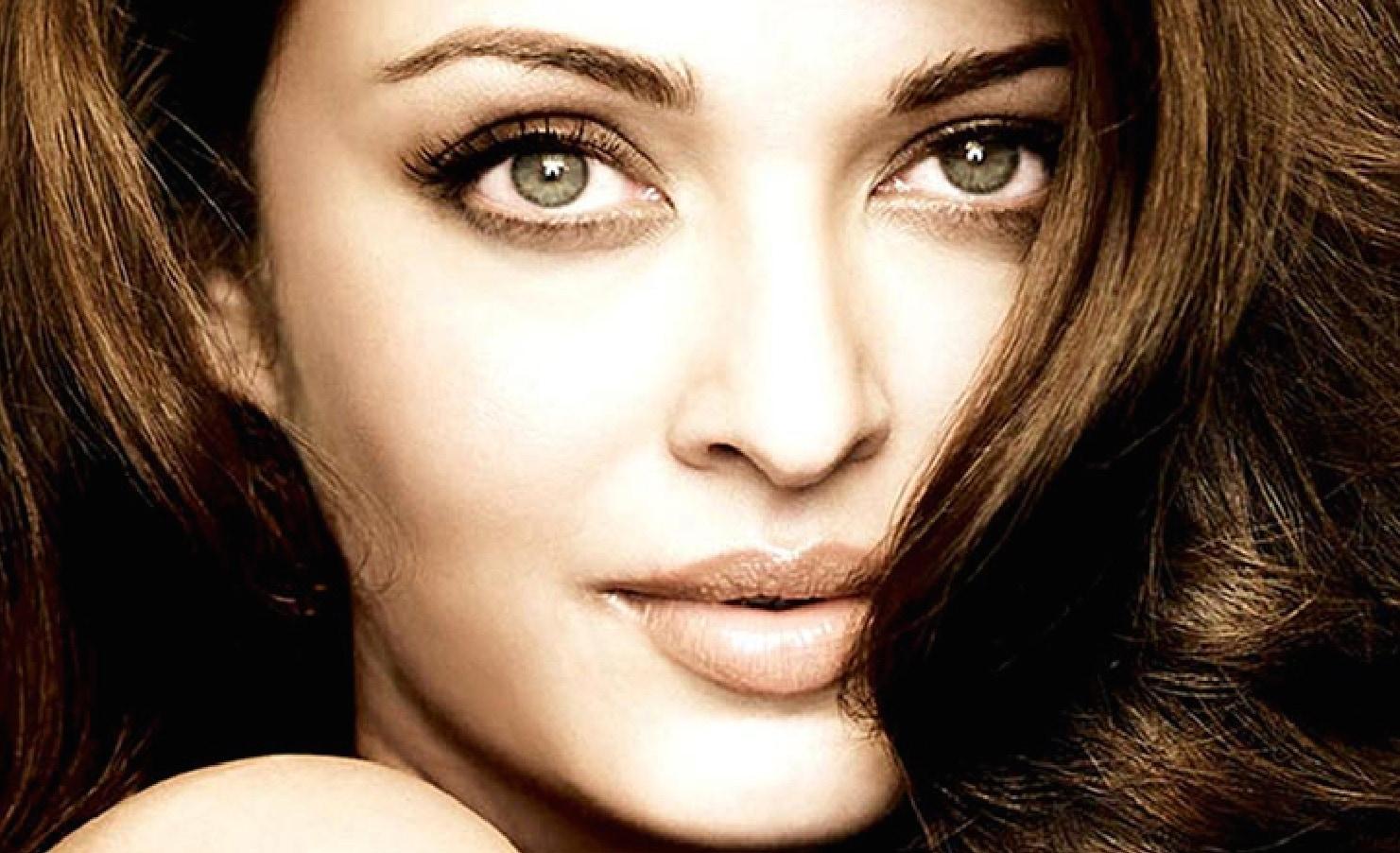 Aishwarya Rai Bachchan's Eyes: Real Colour? Contact Lenses?